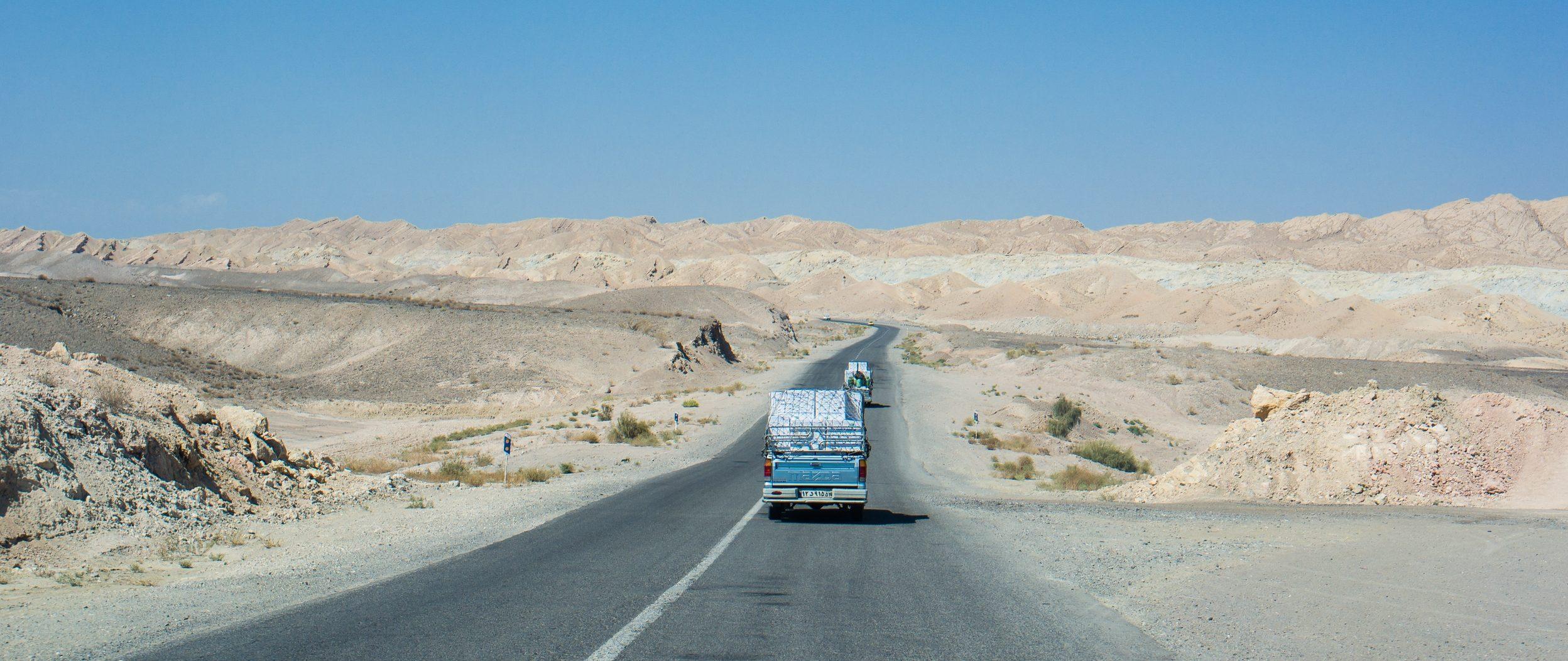 pustkowia iranu samochodem