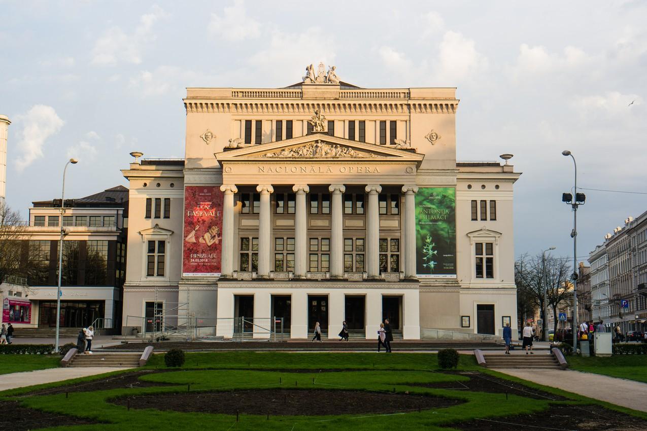 najwieksze-atrakcje-rygi-lotewska-opera-narodowa